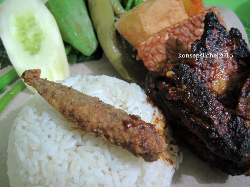 Nasi Tempong Ayam Pedas