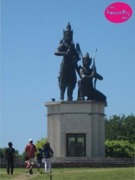 Statue Nusa Gede Island 2
